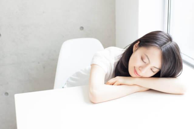 睡眠不足と背中ニキビ黒ずみ