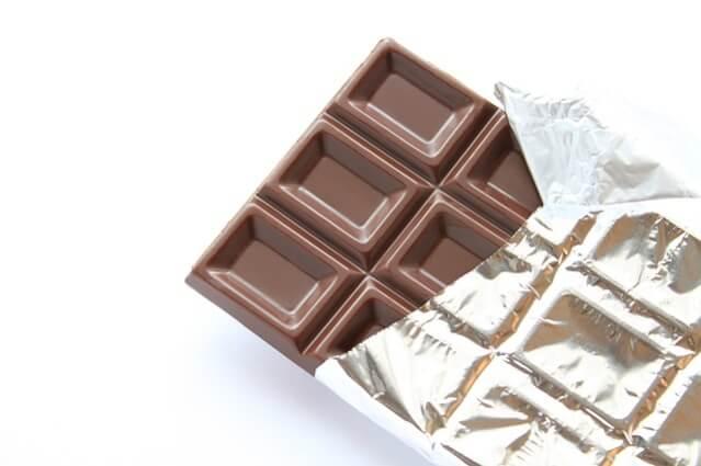 吹き出物の原因と対策チョコレート