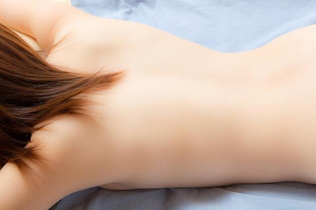 背中ニキビ跡と原因と薬治療の口コミ