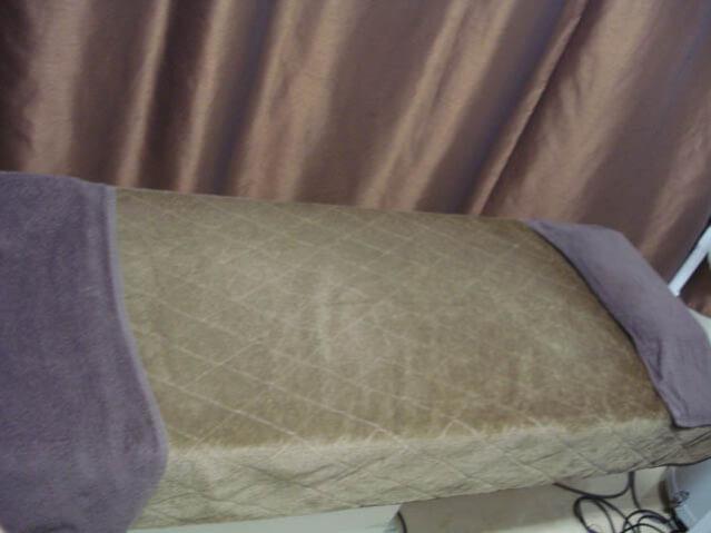 湘南美容外科の脱毛施術ベッド
