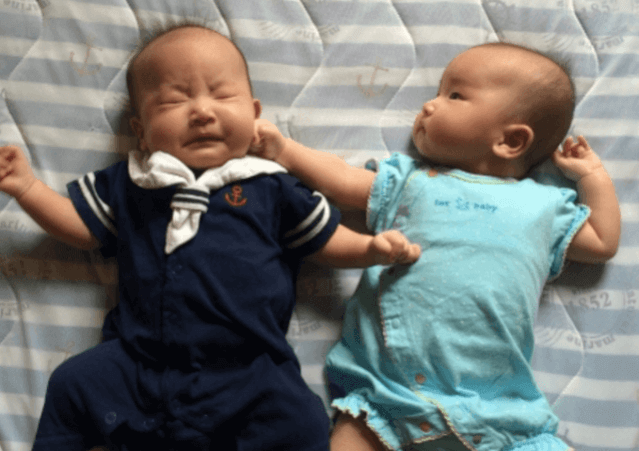 双子 出産 赤ちゃん