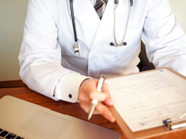 産婦人科 医師 双子 確率上げる