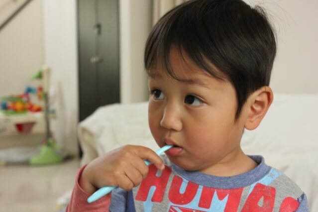 赤ちゃん 歯磨き 仕上げ磨き