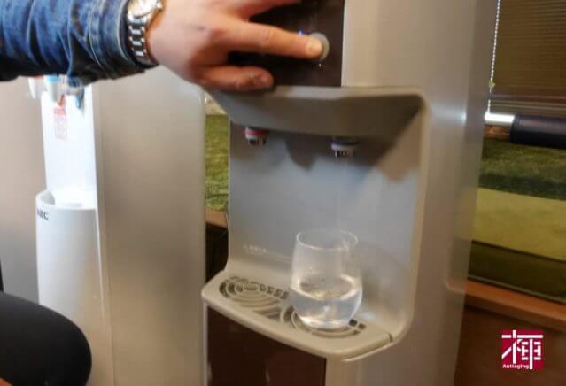 ウォータサーバー アクアクララ 宅配水 比較